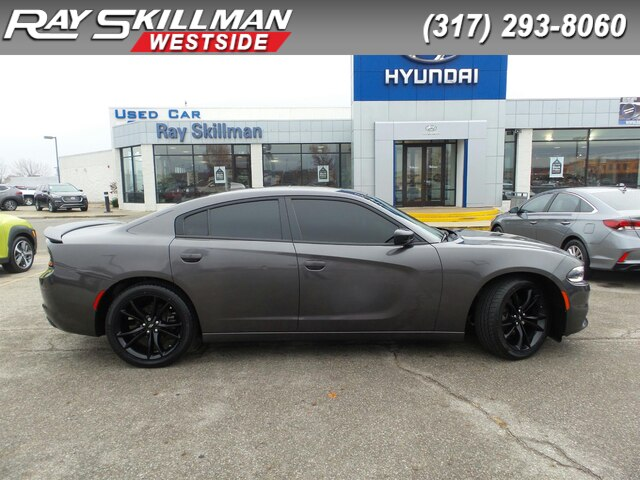 Pre-Owned 2017 Dodge Charger SXT ROOF